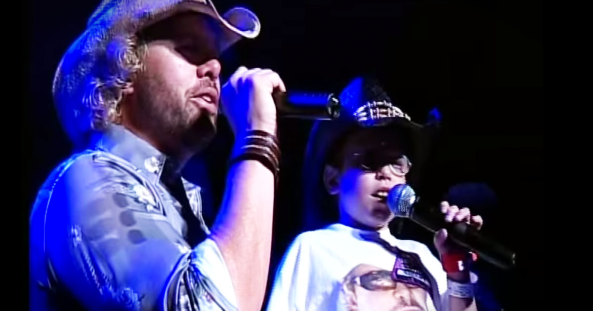 Country Star Toby Keith Sings Military Tribute With Young Boy Fighting Cancer