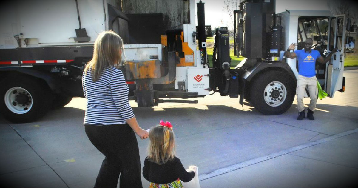 'Smiley Garbage Man' Gets Special Thank You From Little Girl