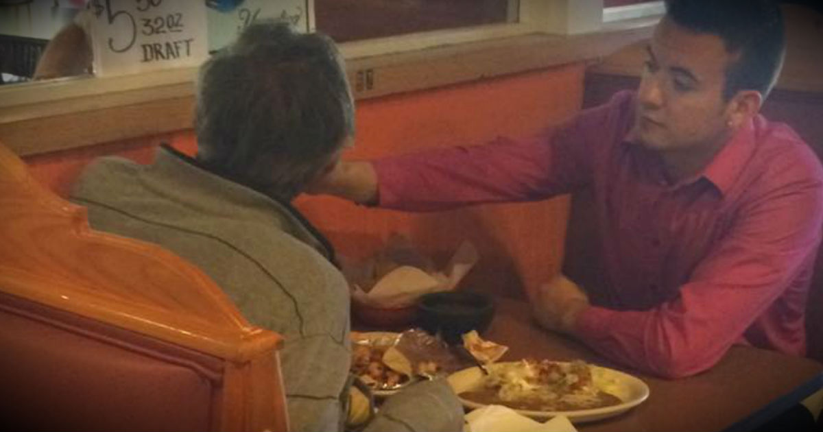 Waiter Feeds Man With No Hands At Restaurant In Georgia
