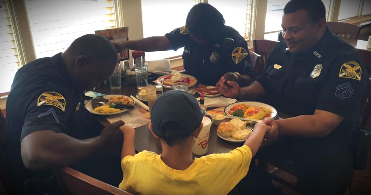 Boy Praying For Police Officers At Bob Evans Goes Viral