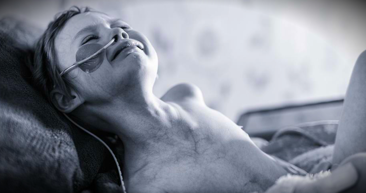 Dad's Heartbreaking Photo Of Daughter's Cancer Battle Raises Awareness